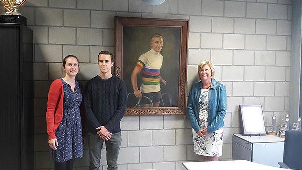 Familie Jef 'Poeske' Scherens schenkt schilderij