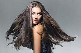braunes Haar fließt
