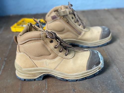 Low collar Blundstone work boots