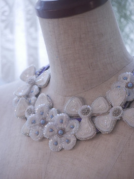 HC white flowers necklace