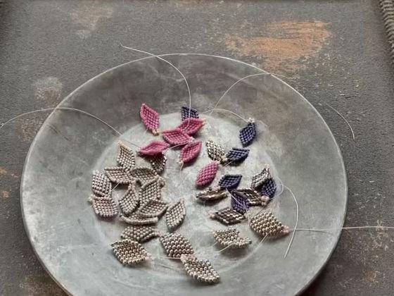 Peyote stitch leaf