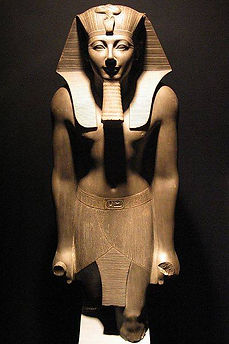 Thutmosis_III_statue_in_Luxor_Museum.214