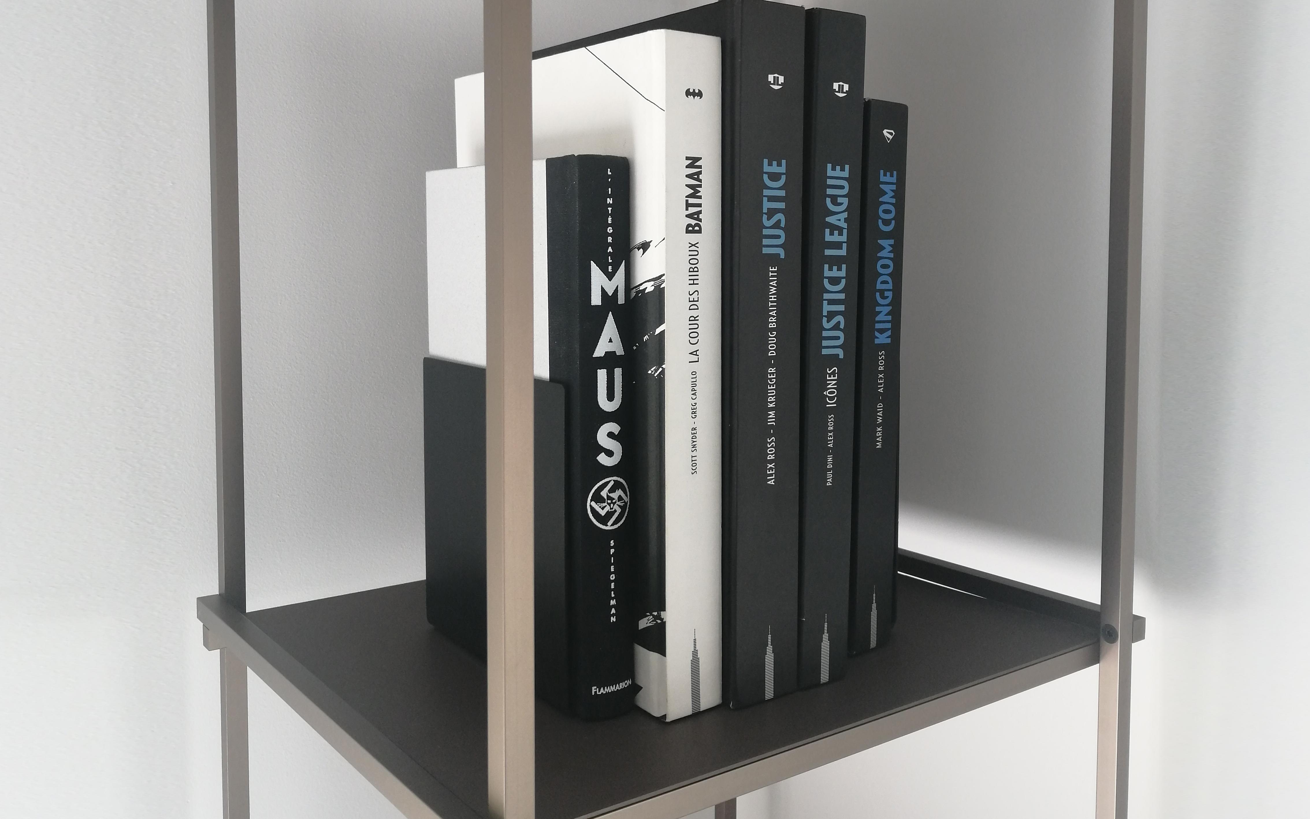 Serre-livres design en aluminium Regula