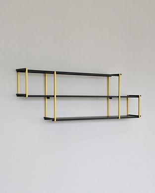 étagère murale dorée