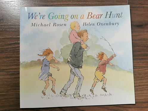 We're going on a bear hunt book NEW