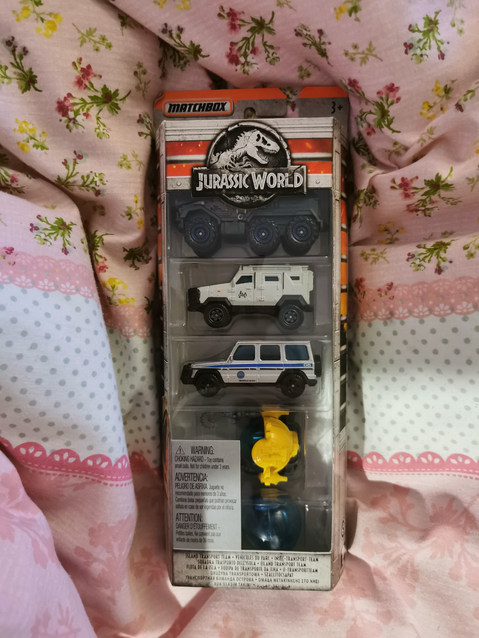 NEW Jurassic World die cast vehicles