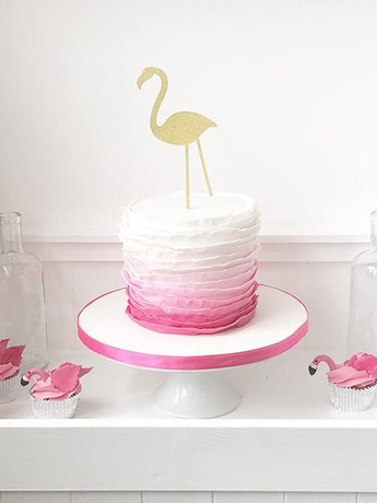 Flamingo cake and cupcakes! How cute are