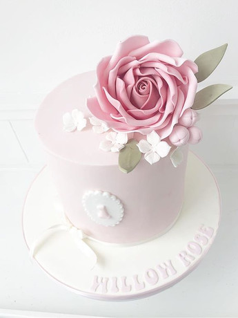 A stunning first birthday cake for Willo