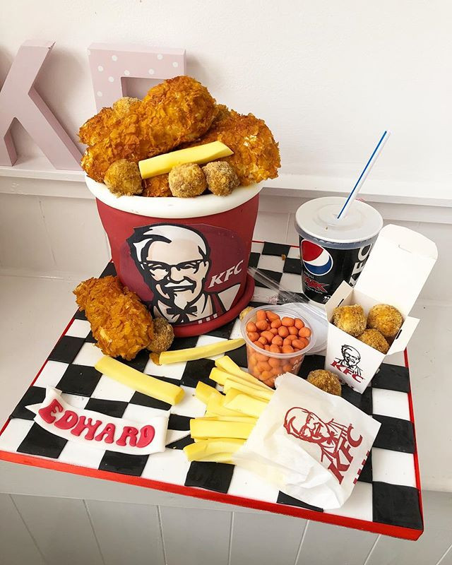 Another KFC cake this week! #cakedesigni