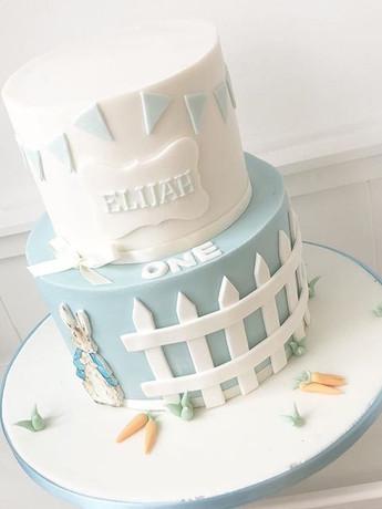 A gorgeous first birthday cake for Elija