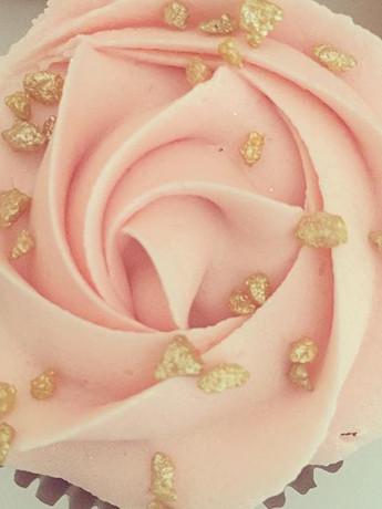 #gold #pink #cupcakes #cupcake