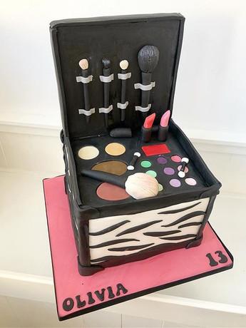Make up box cake! #makeupcake #makeup #c