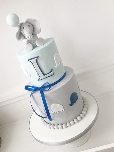 How sweet is this little elephant cake!