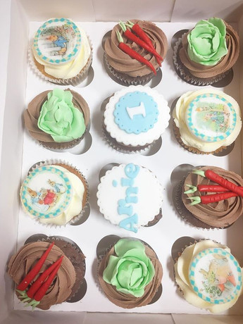 Ahhh Peter rabbit themed cupcakes! So so