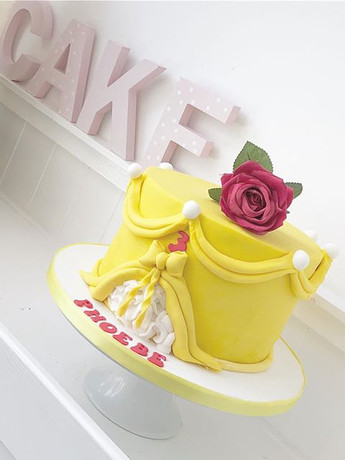 A gorgeous Belle birthday cake! 🌹 👸🏼