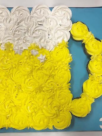 Beer cupcake board!!! #birthdaycake #bee