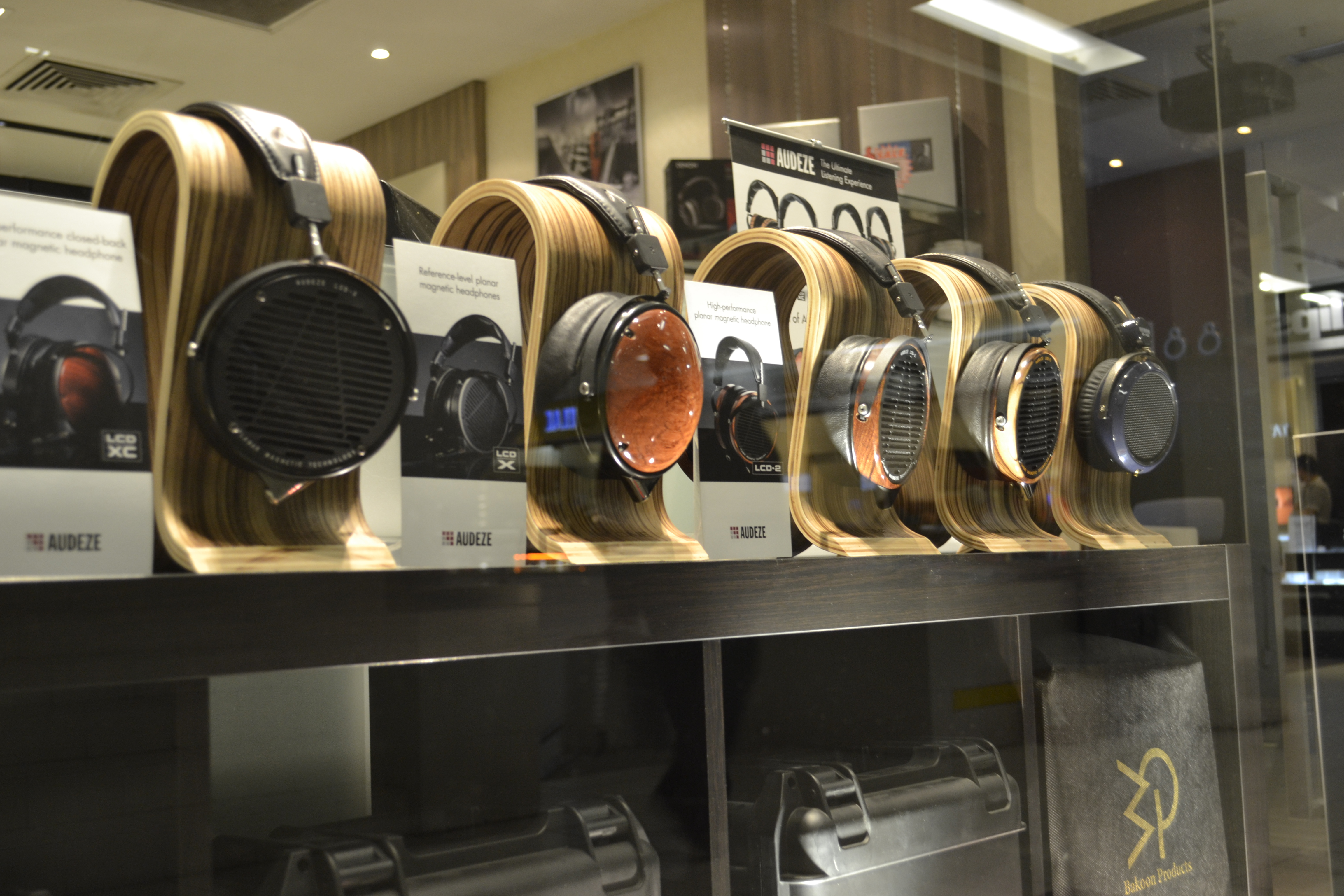 40734737608e Headphone Shopping in Singapore