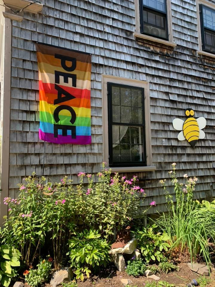 peace-flag-bumble-bee.jpg