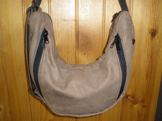 tan purse showing conceal carry side of bag.jpg