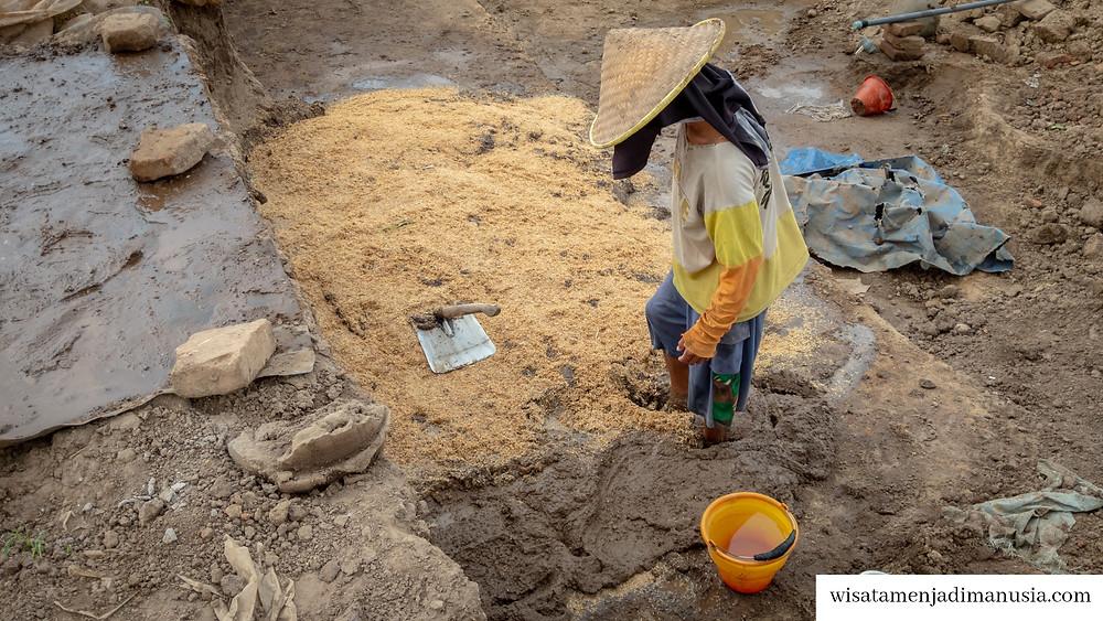 Pembuatan Adonan Batu Bata