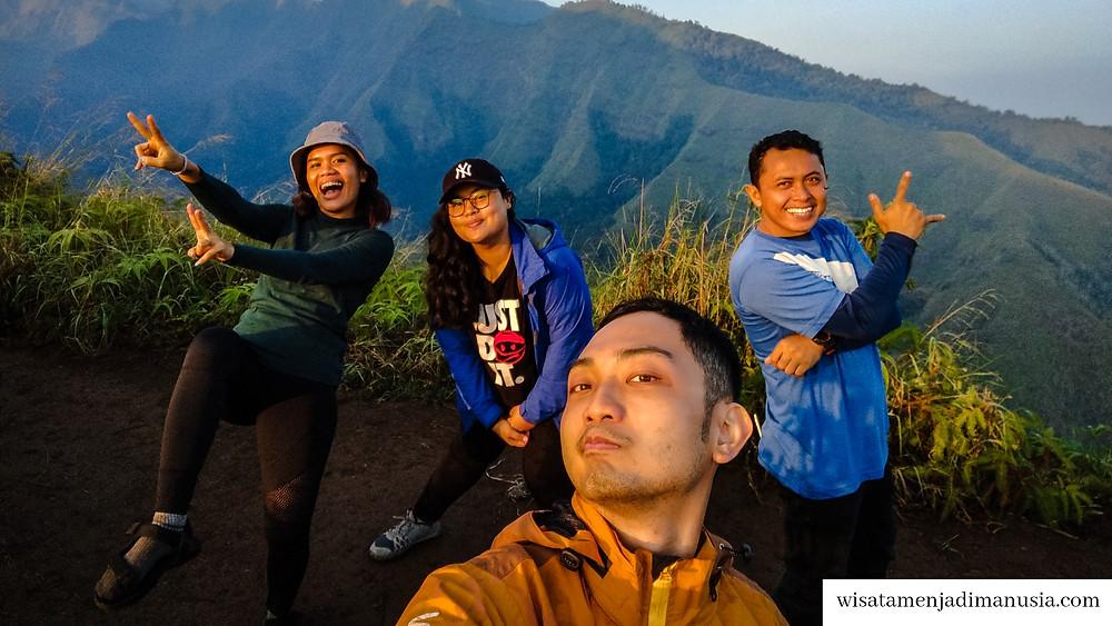 Kelompok pendakianku ke Bukit Watu Jengger