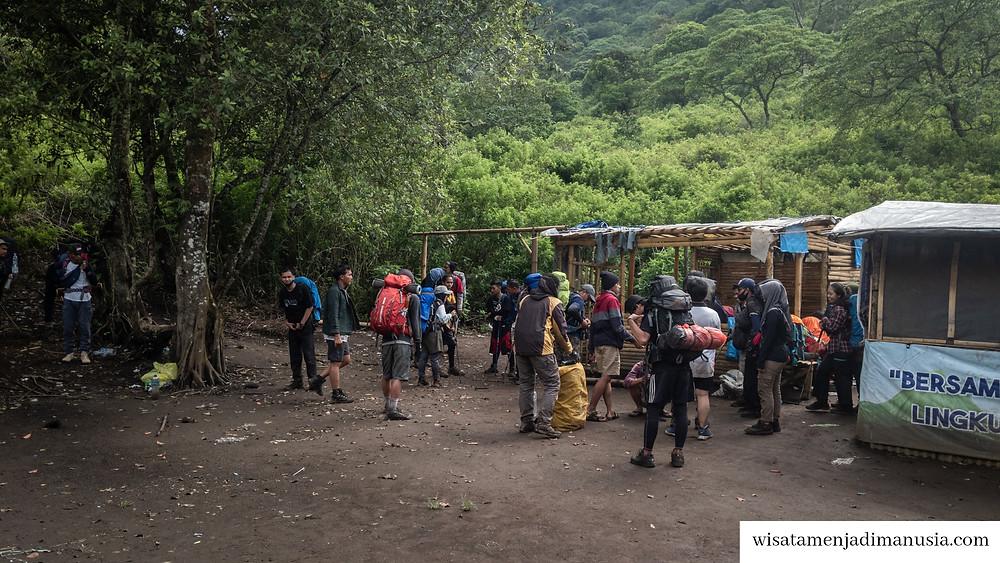 Suasana Pos 1 Gunung Buthak