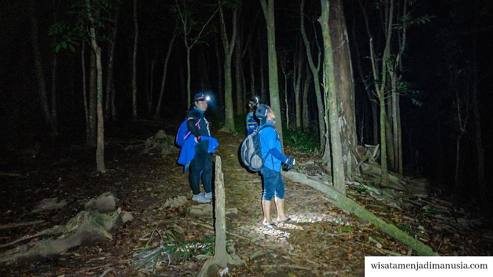 Suasana Berjalan Malam di Bukit Watu Jengger