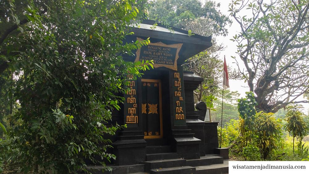 Panggung Agung tempat raden wijaya bertapa dan tempat pengucapan Sumpah Palapa