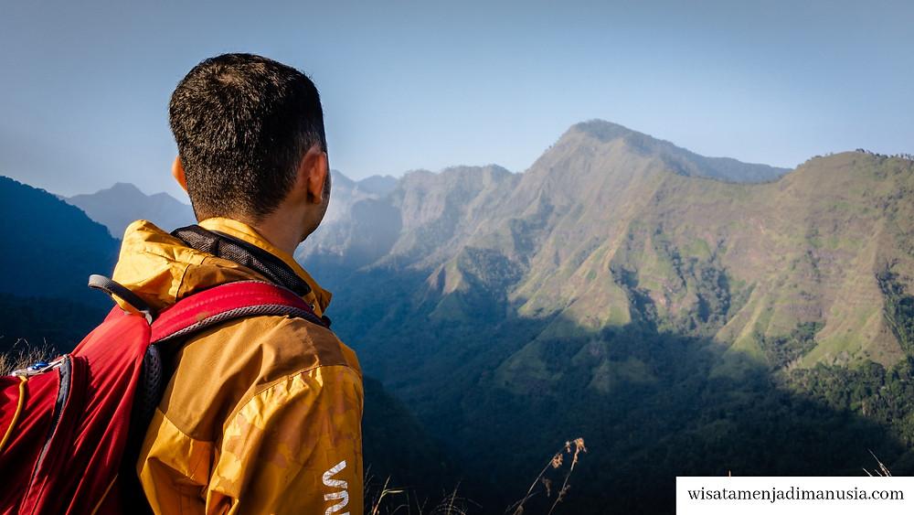 Pemandangan Bukit Watu Jengger yang mirip dengan film Jurrasic Park
