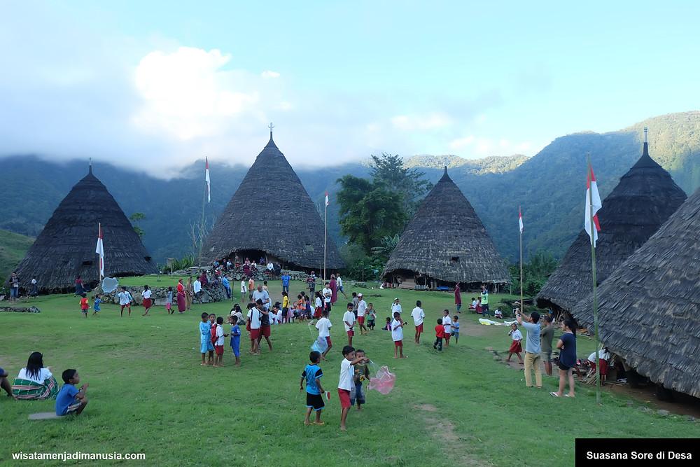 Suasa Sore Desa WaeRebo