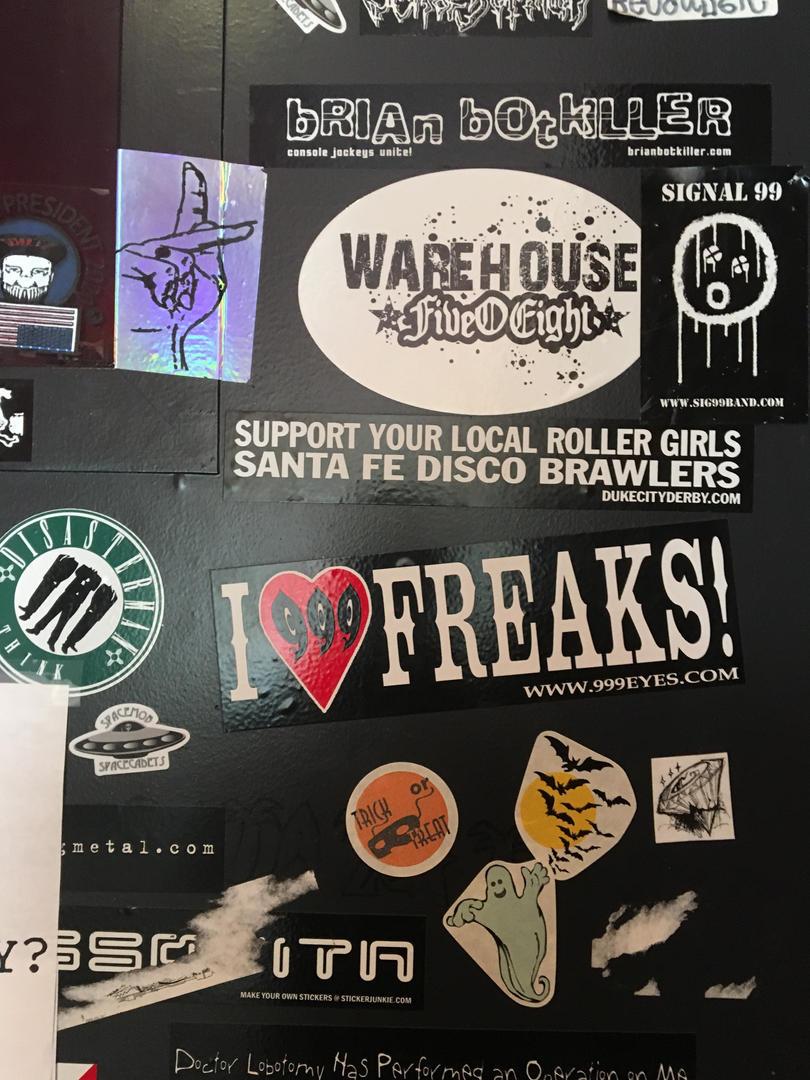 Stickers concert door.JPG