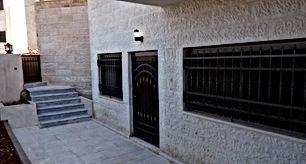 شقه شبه ارضيه جديده سوبر ديلوكس في شارع الاردن بالقرب من  مستشفى الملكه علياء
