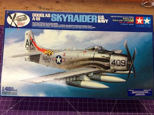 Douglas A-1H Skyraider US Navy (propeller action series)