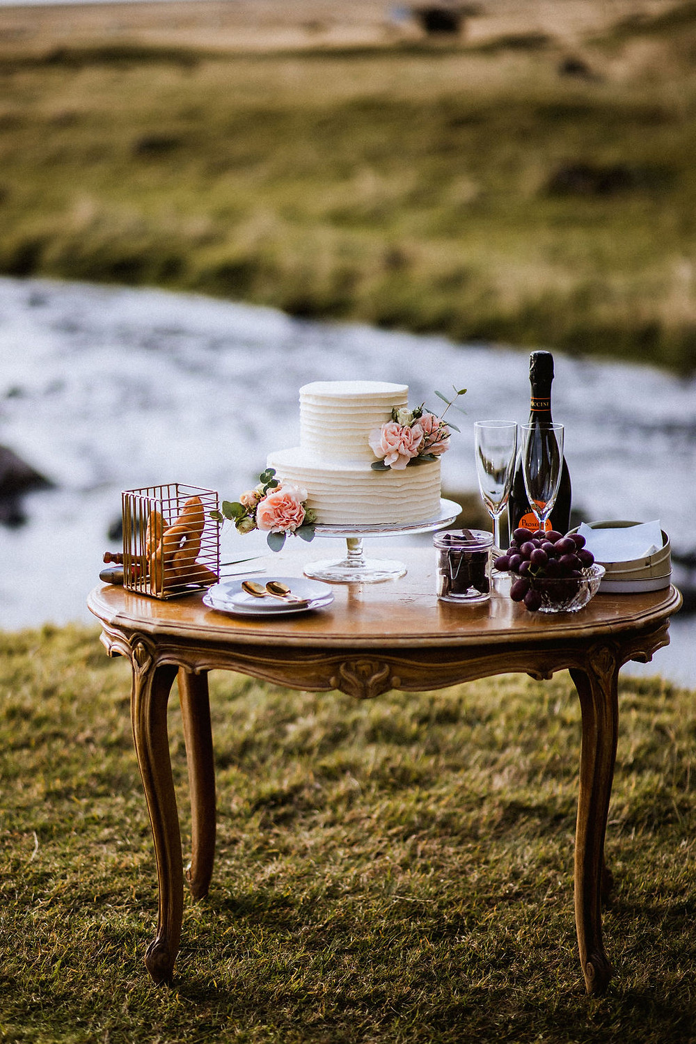Icelandic wedding picnic for Lesbian elopement in Iceland planned by Pink Iceland wedding planner