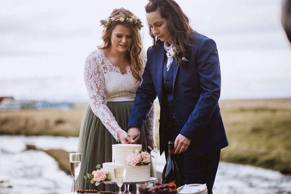 Iceland Wedding cake served in nature, prepared by Pink Iceland Wedding planner