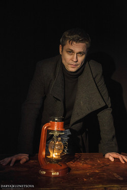 актер театра и кино Денис Рожков
