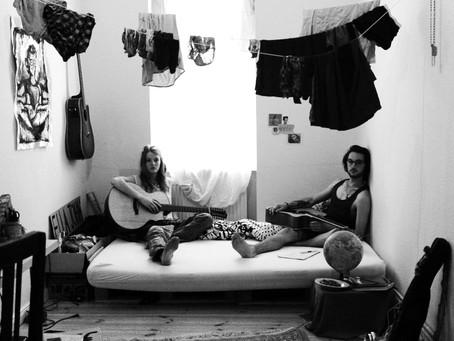 Eine Stimme und 18 Gitarrensaiten