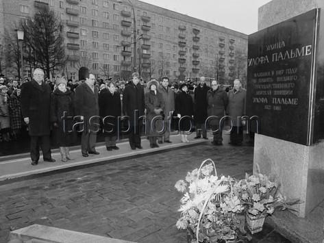 Invigning av minnesstallen döpt efter Olof Palme i Moskva den 14 november 1987