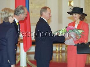 Kung Carl XVI Gustaf på besök i Ryssland den 10 augusti 2001