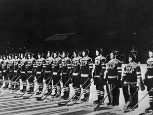 Sovjetunionens nationella lag på Världsmästerskapet i ishockey för herrar den 7 mars 1954