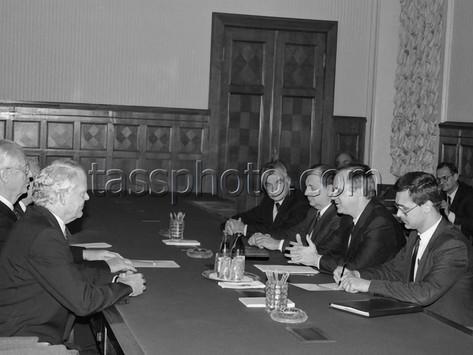 """Styrelsens ordförande för den svenska koncernen """"TetraPak"""" H.Rausing till Sovjetunionen 25.9.1990"""