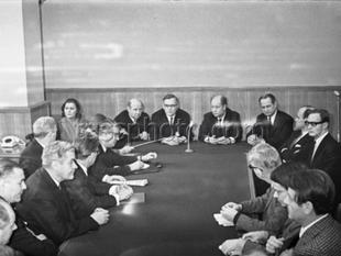 Undertecknandet av avtalet om ekonomiskt, vetenskapligt och tekniskt samarbete den 12 januari 1970