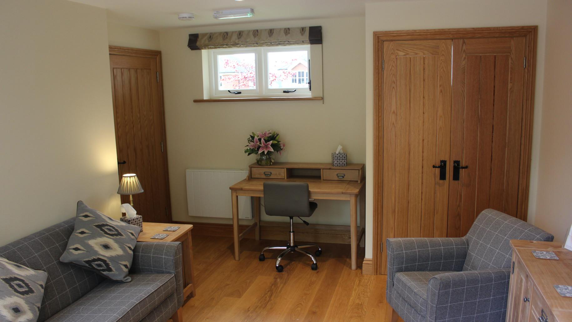Brooks-meeting-room-with-desk.JPG