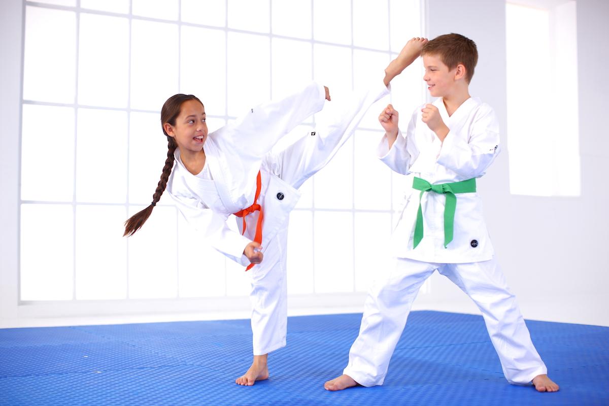 Quel-sport-de-combat-choisir-pour-votre-enfant-karaté