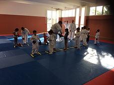 le karate donne le sourire, la bonne ambiance au club de corse