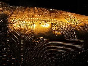 replica-of-tutankhamuns-treasure-792210_