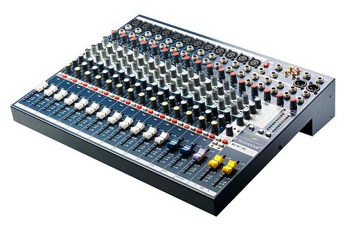 Soundcraft EFX12 12ch Mixer