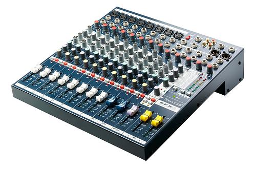 Soundcraft EFX8 8ch Mixer
