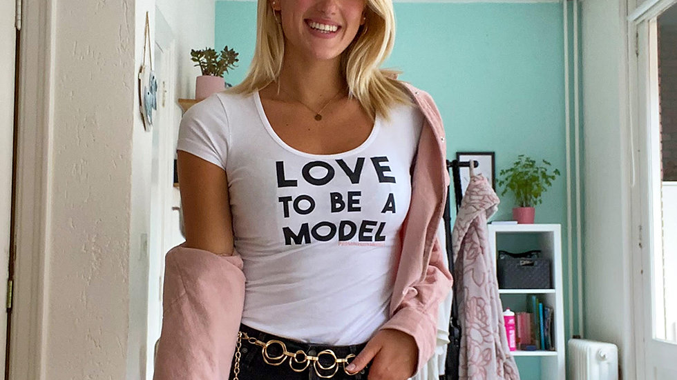 Tshirt PVM Love to be a model Wit