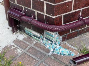 多治見の街角で見つけた楽しい「補修タイル」